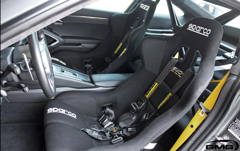 Porsche 991.1 Turbo S (Rollbar and Race Seats)